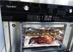 美炊蒸烤一体集成灶现场烤鸭