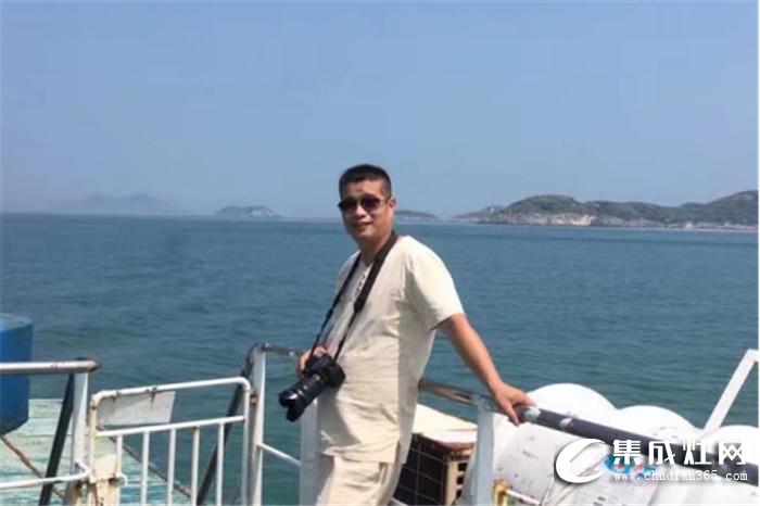 厨壹堂集成灶经销商郑林元接受采访,坚持第一时间解决客户问题!