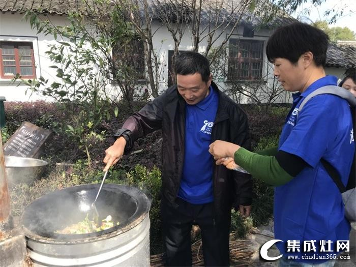 潮邦十周年庆老员工畅游三清山,增进交流 放松身心!