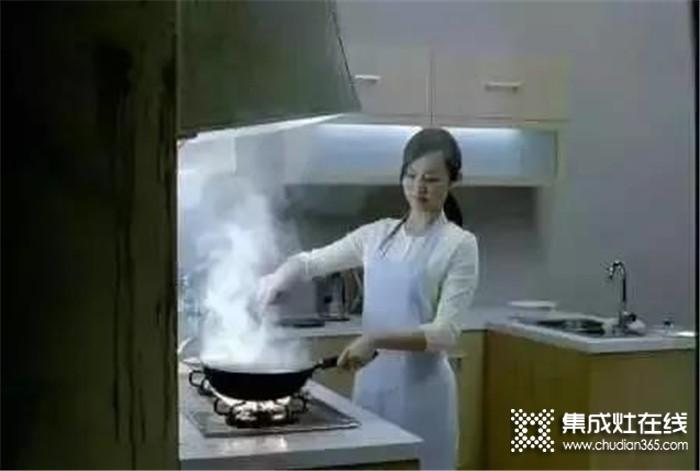 厨房油烟是致癌主犯!你还在被油烟侵蚀你的健康吗?蓝炬星集成灶赶紧用起来!