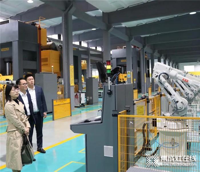 市科技局局长王霞燕到访雅士林集成灶,了解企业复工复产的情况
