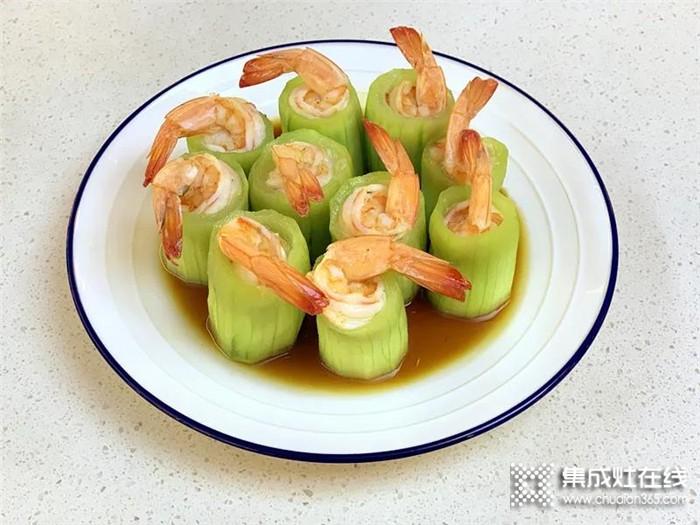 丝瓜是夏季的时令水果,有很好的利水解毒功效。和虾仁一起清蒸,清爽微甜,快来试试吧!