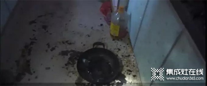 板川集成灶,对厨房里的小危机说不!