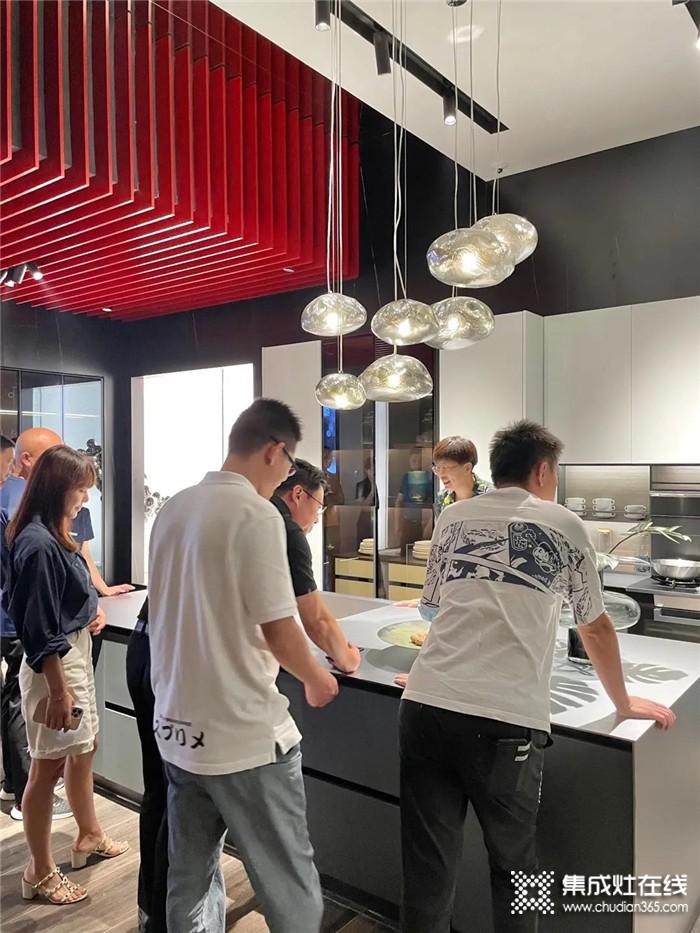 厦门海天红星美凯龙高层莅临亿田 | 共同开启高端定制厨房新时代!